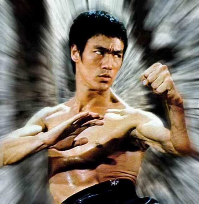 Bruce-Lee-in-action-bruce-lee-32990319-690-709