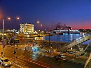 piraeus-port-at-night